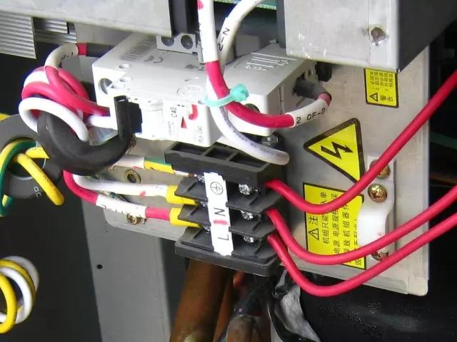 截面积在10mm²及以下的单股铜芯线和单股铝芯线可直接与设备、器具的端子连接;