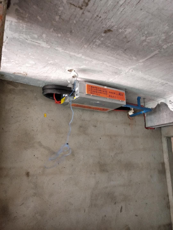 成都彩叠园安装格力中央空调隐蔽工程,格力一拖七加三台风管机价格62000元