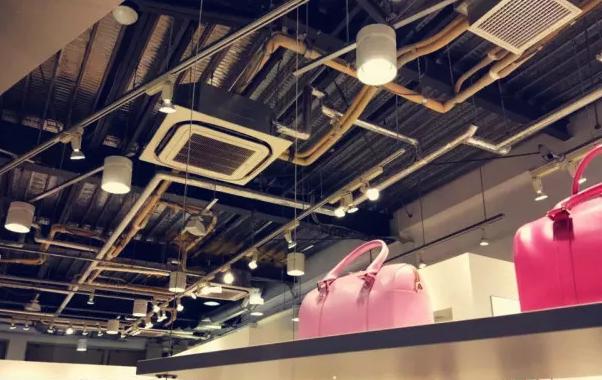 日本很多商场,会直接把中央空调安装工艺作为一个艺术造型直接展示裸露在外面