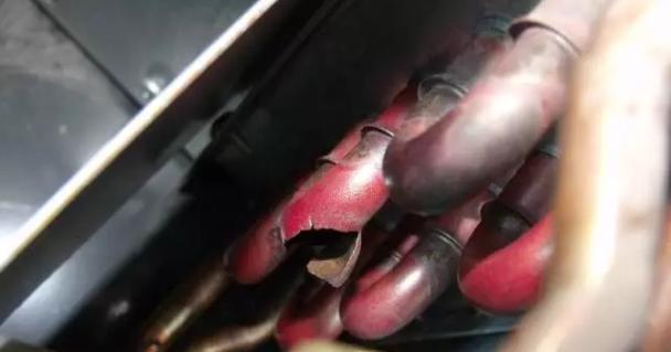 冻漏的风机盘管蒸发器,轻微的冻裂可以通过焊接管路解决,严重的冻漏怎么办