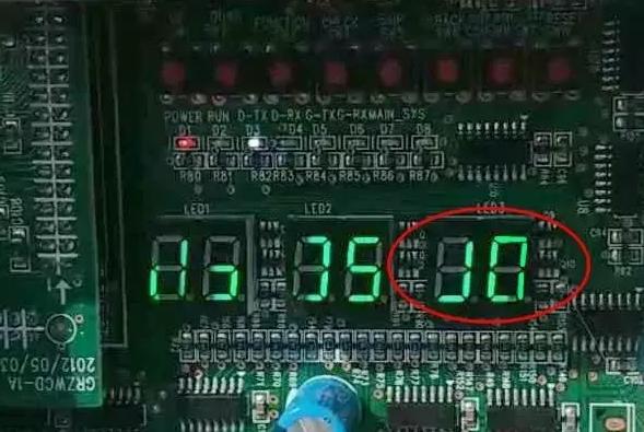 """单机版直流变频多联机尤其是615,调试走到第六步室外机第三个双八数码管显示""""J0"""",显示J0你查询故障代码表是(其他模块故障)"""