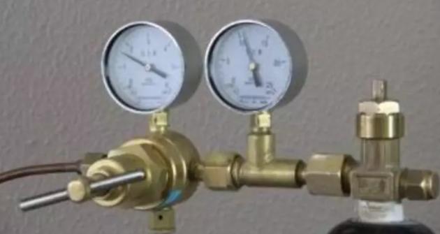 充入的气体必须是氮气,气流大小控制要合适
