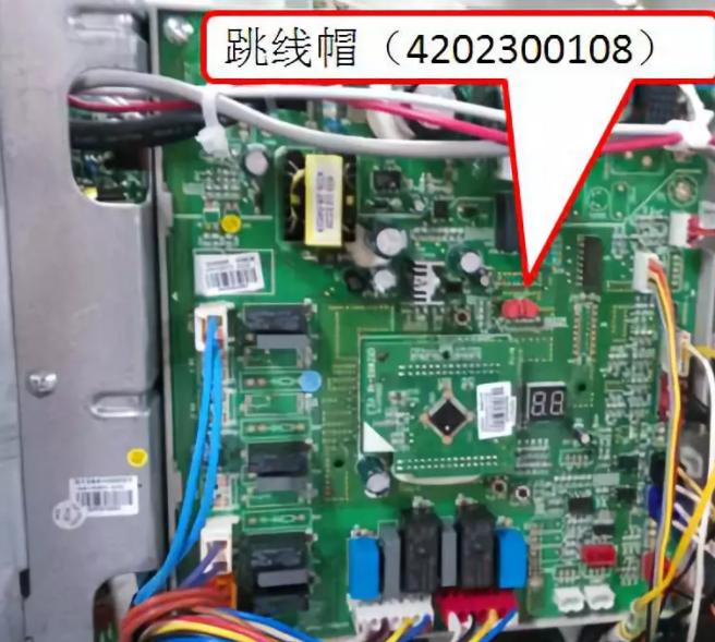 跳线帽型号与主板不配套,或者没有安装报d9故障。