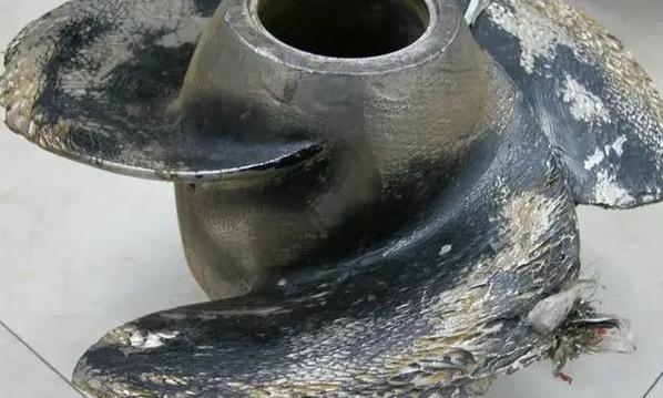 下图为汽蚀后的水泵叶轮