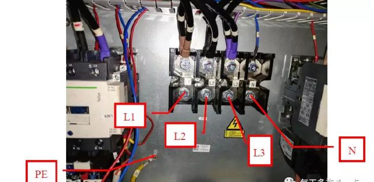 测试电源电压是否在323V~437V(±15%)范围内,测试压缩机电流是否正常