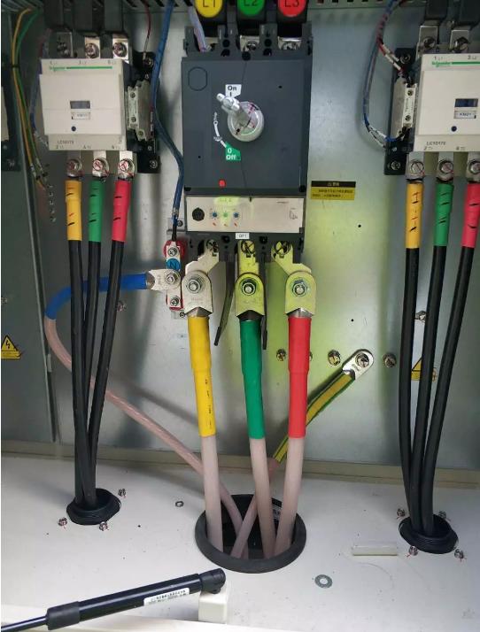 首先测量电源插头与机壳之间绝缘电阻,如绝缘电阻正常,说明空调不漏电