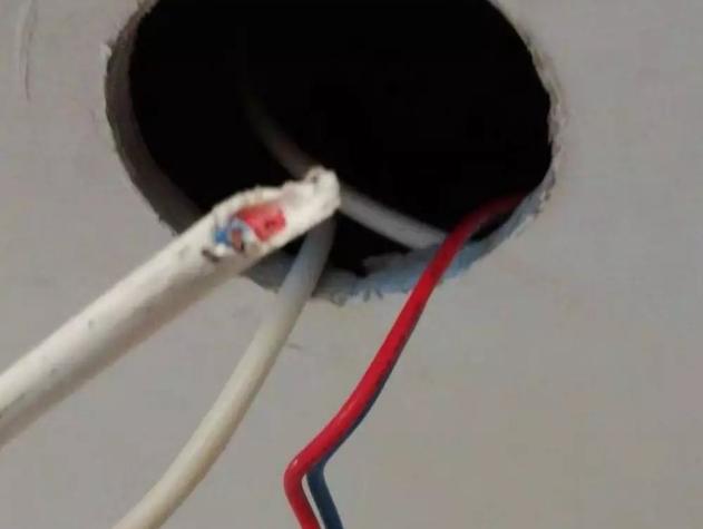 格力小风管机最容易出现F2冷凝器感温包故障