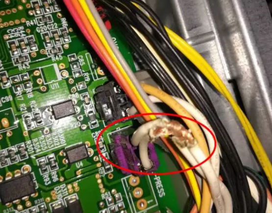 3.4、第四步检查蒸发器感温包是否脱落?