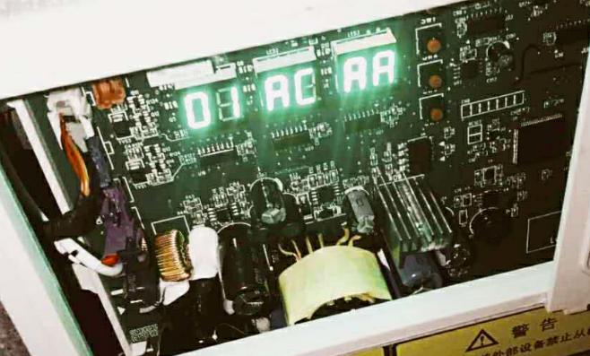 """当工程调试或正常状态出现""""AA""""状态代码显示时"""