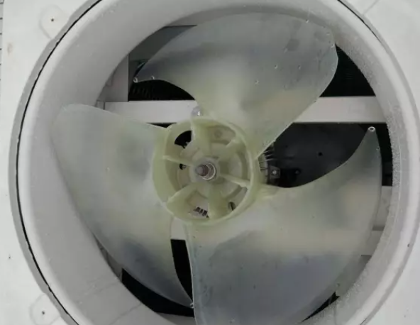 需要更换电机或电机驱动模块(室外风机)